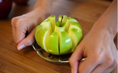 apple slicing