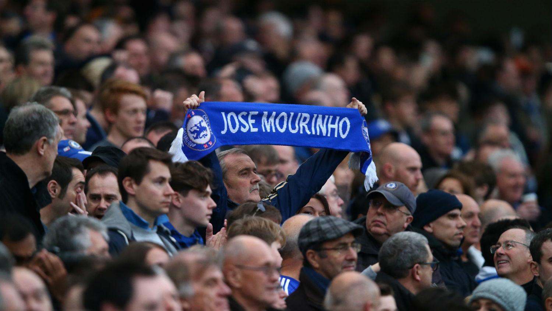 A torcida defendeu José Mourinho (Foto: Getty Images)