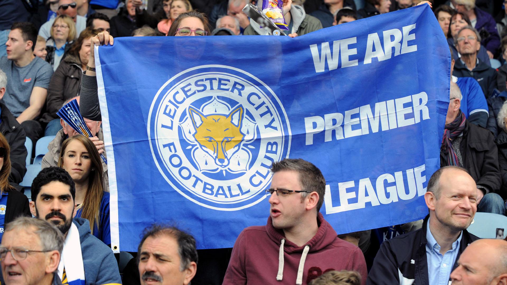 Torcedores do Leicester comemoram a liderança na Premier League (AP Photo/Rui Vieira)