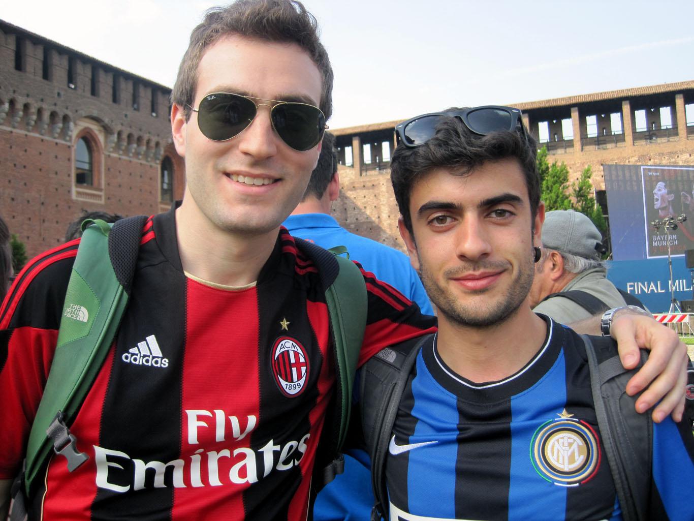 Os estudantes de engenharia Andrea Pietra (torcedor do Milan) e Luigi Ghiani afirmam que é incomum as pessoas se referirem ao estádio pelo nome de Meazza