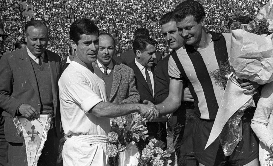 Tito Gonçalves, capitão do Peñarol, na decisão do Intercontinental de 1966 no estádio Centenário