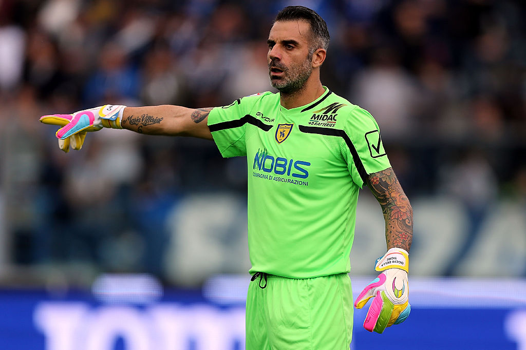 EMPOLI, ITALY - OCTOBER 23: Stefano Sorrentino of AC Chievo Verona gestures during the Serie A match between Empoli FC and AC ChievoVerona at Stadio Carlo Castellani on October 23, 2016 in Empoli, Italy. (Photo by Gabriele Maltinti/Getty Images)