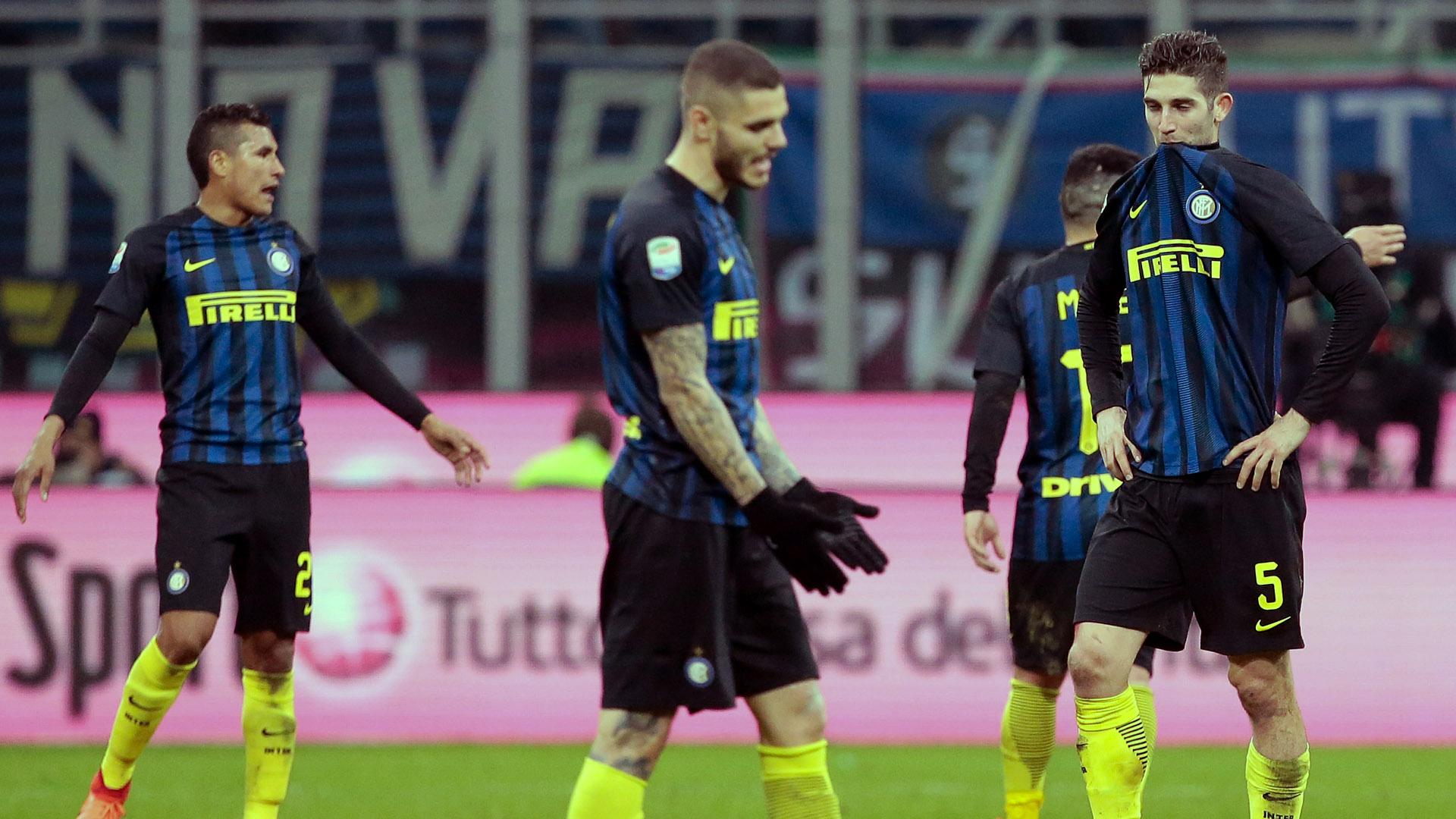 Jogadores da Inter lamentam (Photo by Emilio Andreoli/Getty Images )