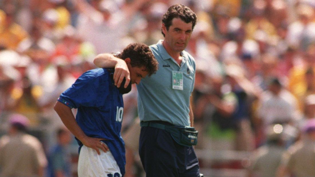 Roberto Baggio depois de perder o pênalti contra o Brasil (Foto: Getty Images)