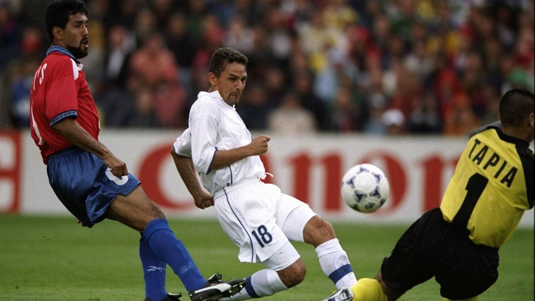 Baggio contra o Chile, na Copa do Mundo de 1998 (Foto: Getty Images)