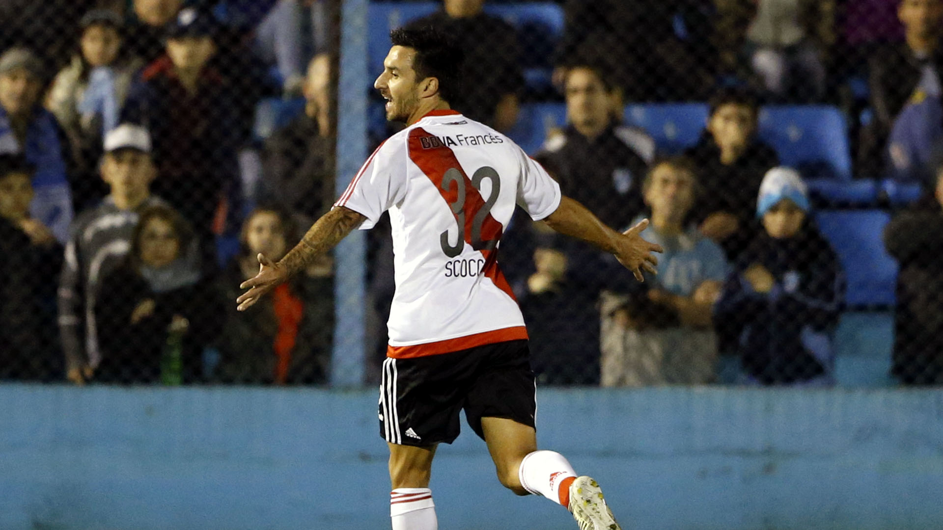 Ignacio Scocco comemora seu gol pelo River (Photo by Gabriel Rossi/Getty Images)