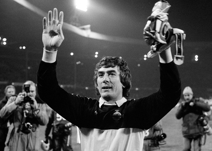 A delighted Northern Ireland goalkeeper Pat Jennings acknowledges the crowd after the World Cup Qualifying match at Wembley Stadium, 13th November 1985. Jennings had played a vital role in the match that ended in a 0-0 draw which ensured Northern Ireland's qualification for the 1986 World Cup Finals. (Photo by Keith Hailey/Popperfoto/Getty Images)