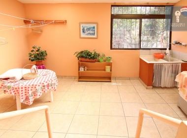 25-apartment-sunroom