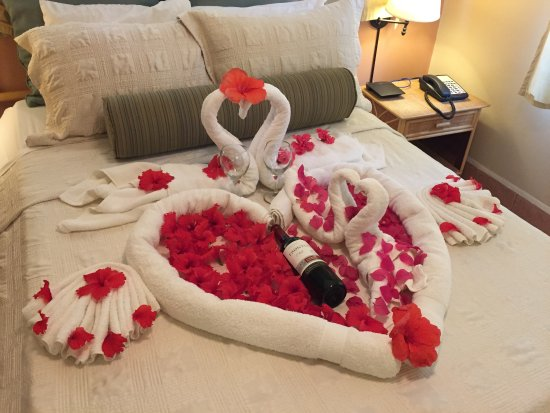 Trend 20 Years Wedding Anniversary With Room Decorated By Hotel