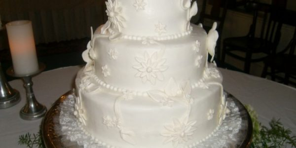 White Wedding Cakes With Buttercream Frosting