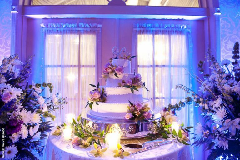 Glam Cake Table Decor With Gorgeous Flowers