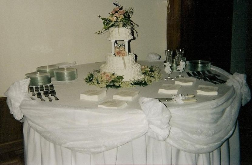 Wedding Cake Table Decorations With Flowers