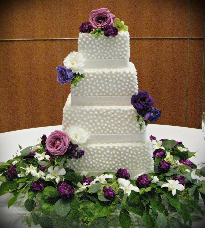 Gorgeous Cake Table Decor With Purple Flowers