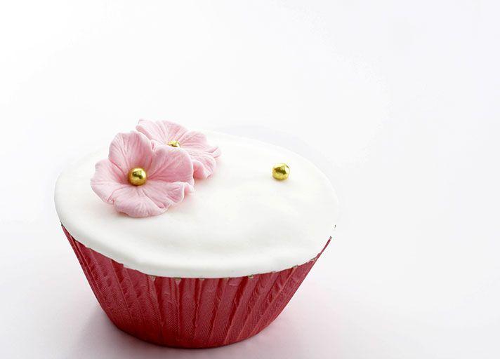 Simple and Elegant Wedding Cupcake