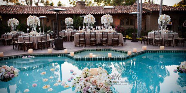 Beauty Poolside Wedding Decor Idea