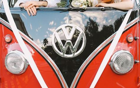 Move around in style by choosing a wedding car that comes with a retro appeal like a vintage Rolls Royce, Cabriolet, or Mustang