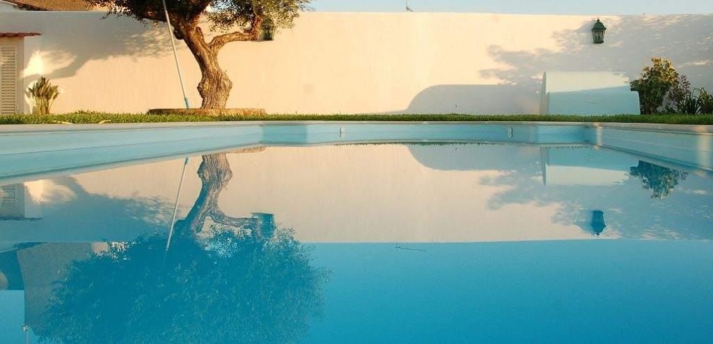 https://pixabay.com/en/swimming-pool-water-reflection-tree-643413/