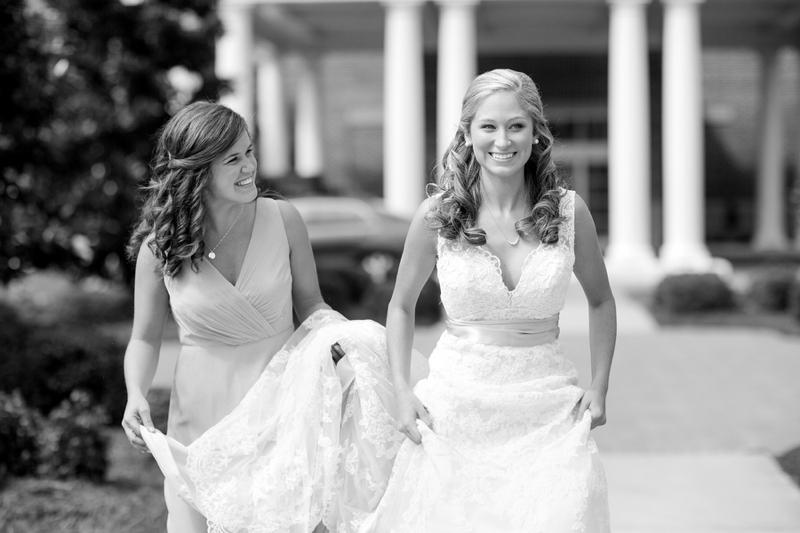 A Pink, Mint, and Burlap Wedding via TheELD.com