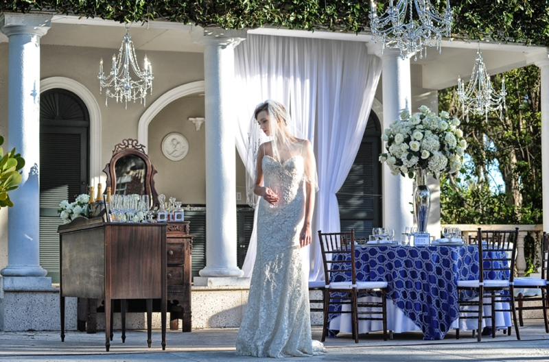 Navy and Gold Vintage Glam Wedding Inspiration via TheELD.com
