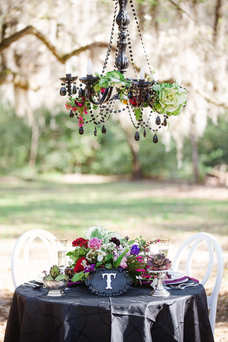 Dramatic dark romantic wedding ideas every last detail for Romantic wedding reception ideas