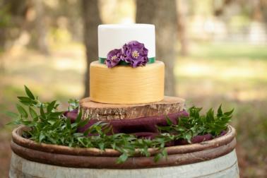 8 Unique Wedding Cake Ideas via TheELD.com