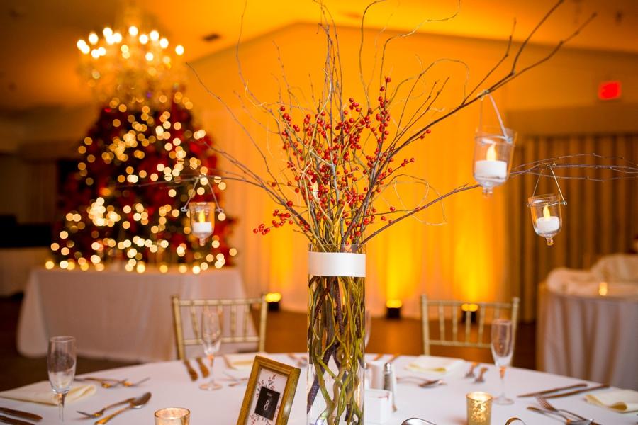 A Classic Red and White Wedding via TheELD.com