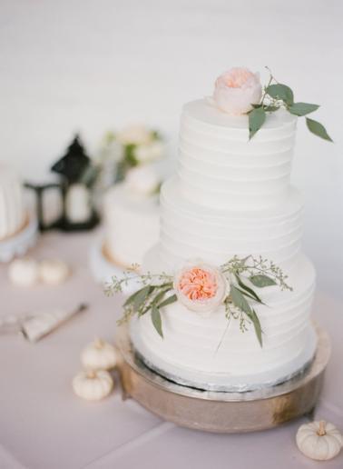 Classic Romantic Blush Nashville Wedding via TheELD.com