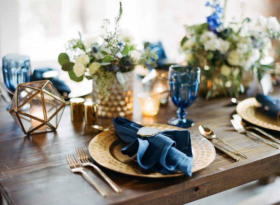 Navy & Teal Geode & Geometric Wedding Ideas via TheELD.com