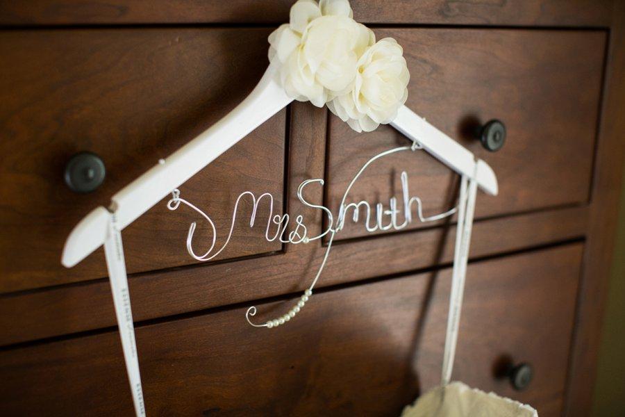 A Preppy Pink, Navy, & Teal Pacific Northwest Wedding via TheELD.com