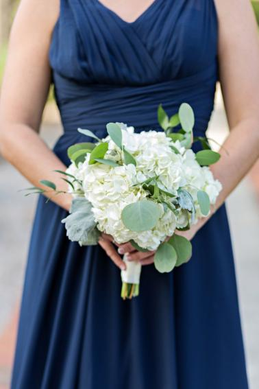 A Classic Navy & White Outdoor Florida Wedding via TheELD.com