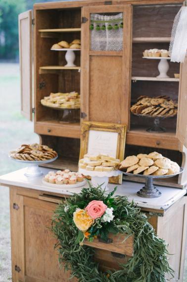 A Charming Blue & Peach Southern Wedding via TheELD.com