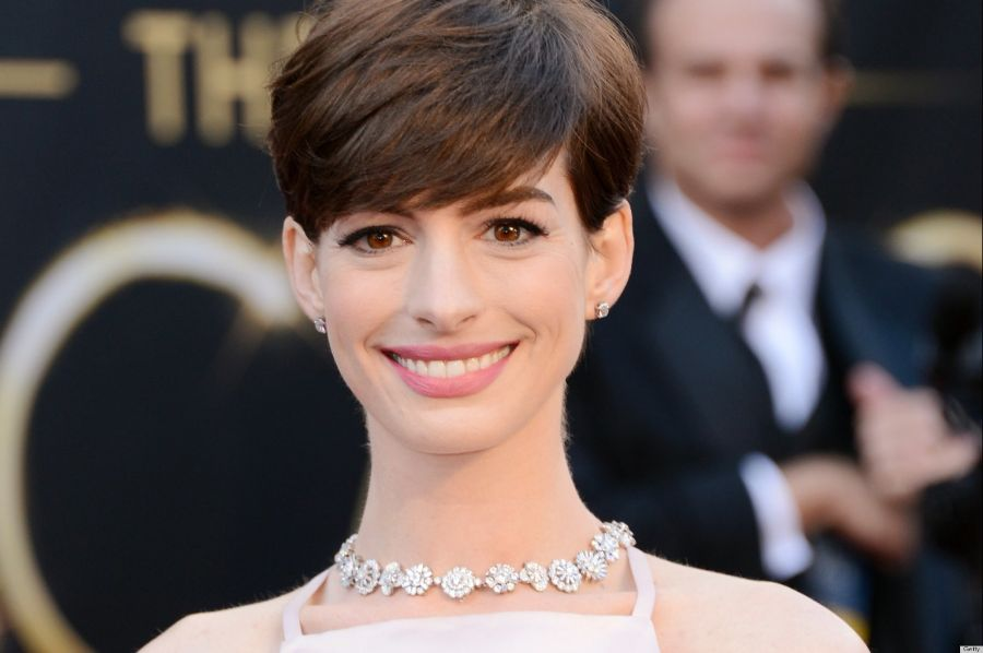 o-ANNE-HATHAWAY-OSCAR-DRESS-2013-facebook