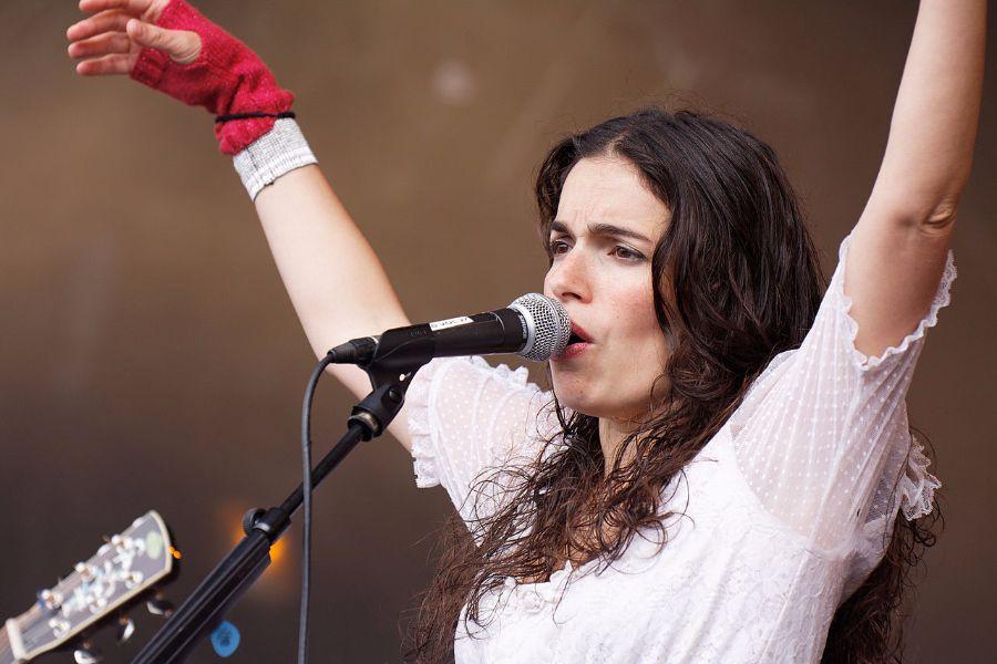 concert-de-la-chanteuse-Yael-Naim