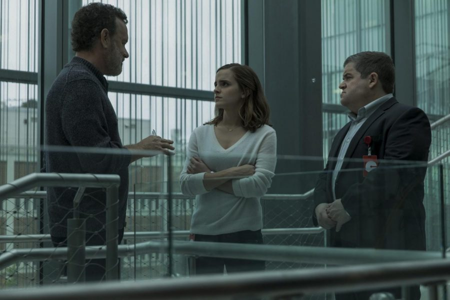 tom-hanks-patton-oswalt-and-emma-watson-in-the-circle-2017