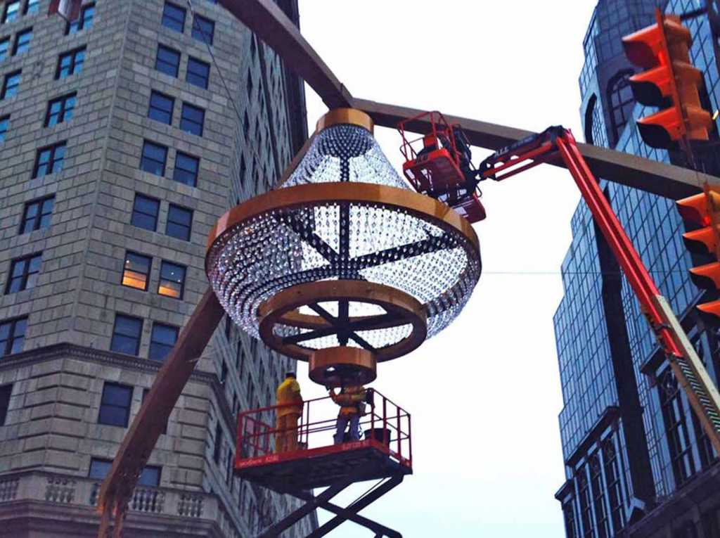 Steel-Playhouse-Square-Signage-Chandelier (16)