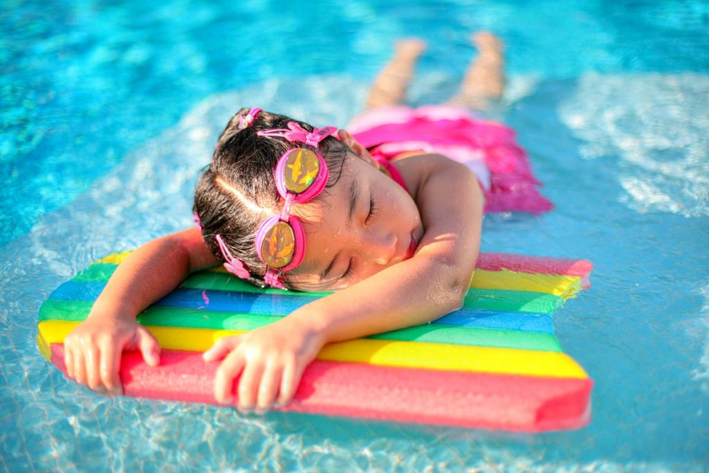 girl-on-swimming-board