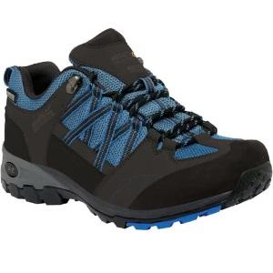 844a39bff07 De Regatta Samaris Low wandelschoenen voor heren zijn gemaakt van  synthetisch leer en mesh. Bij de hiel van dit product is er een speciale  beschermrand ...