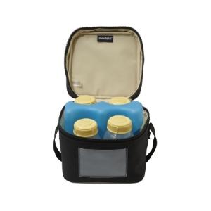 aff040ea3d7 Deze koeltas van Medela is speciaal vervaardigd om moedermelkflesjes in te  bewaren. Zo kun je als ouder de moedermelk koel houden terwijl je onderweg  bent.
