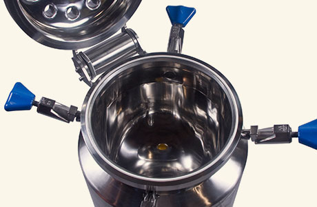 HOLLOWAY crafts ASME-code stainless steel pressure vessels like the one shown here.