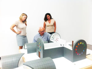 Ellsworth Kelly with Simone Wicha and Veronica Roberts examining model