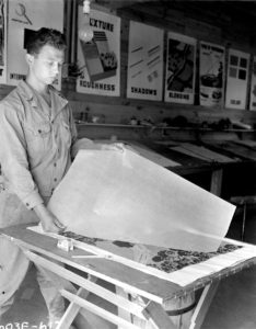 Photo of Ellsworth Kelly with screen prints, Fort Meade, MD, 1943