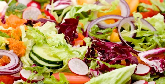 Salada antes da refeição para emagrecer