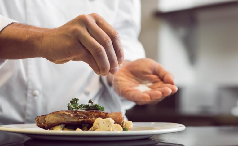 Quem diria: dieta com pouco sal pode fazer mal ao coração!