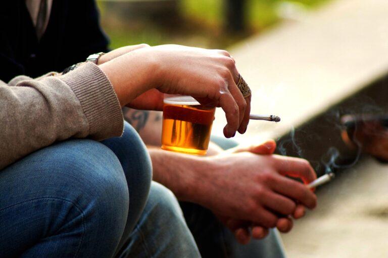 Álcool e cigarro? Os vícios podem estar interligados!