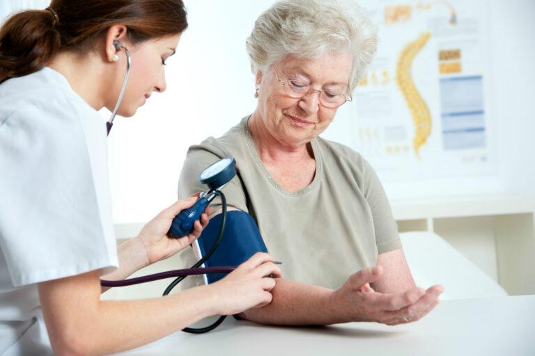 10 doenças mais comuns entre os idosos no Brasil