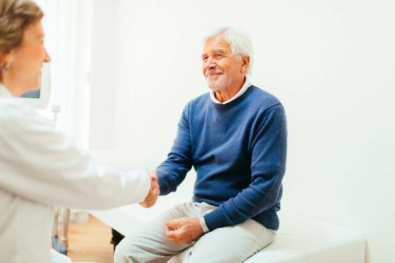 dicas para escolher um plano de saúde para aposentados