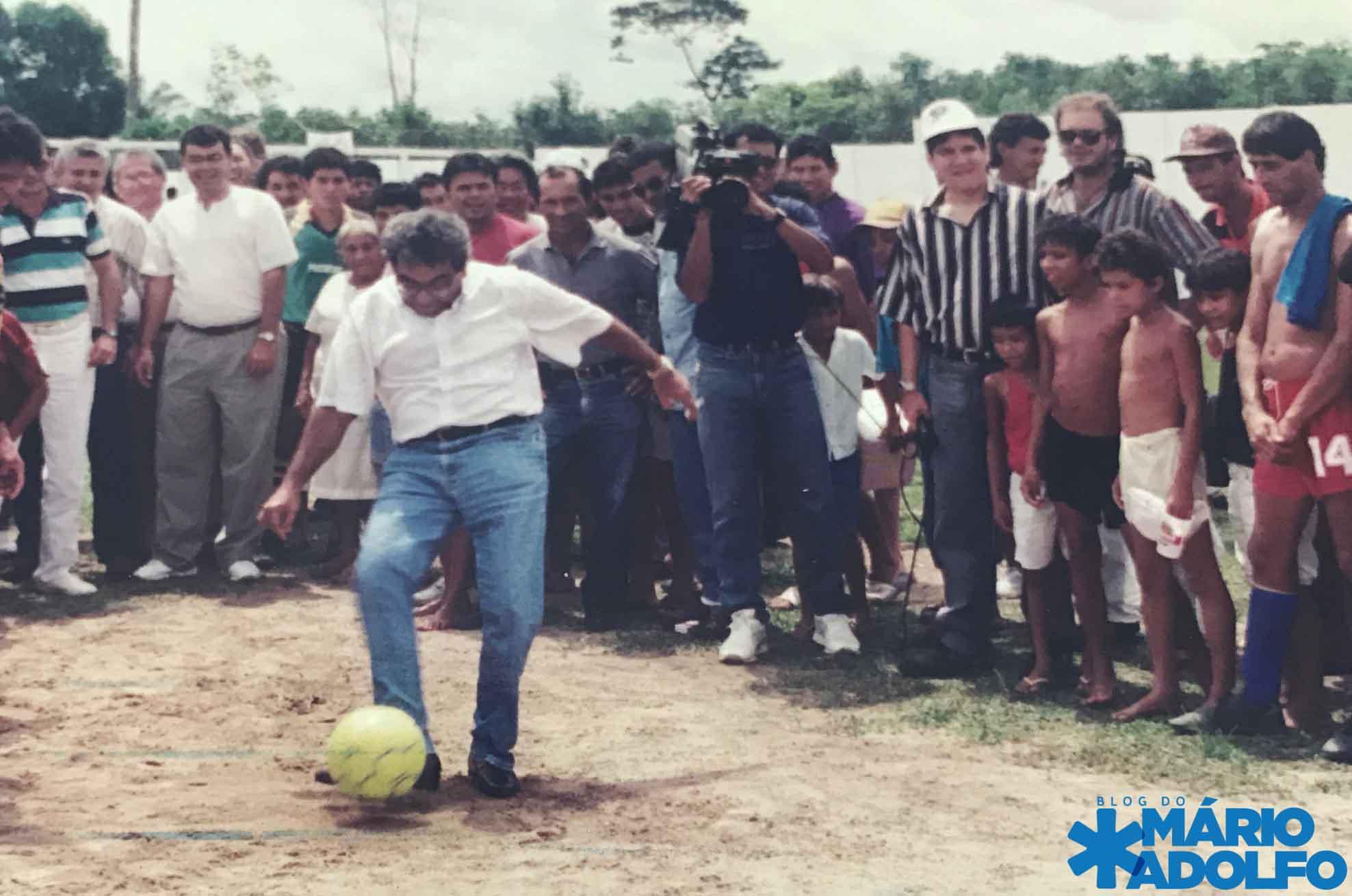 Amazonino jogando futebol na zona leste de Manaus