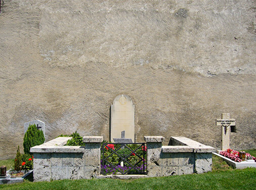Rilke-the-poet-Grave_of_Rainer_Maria_Rilke_