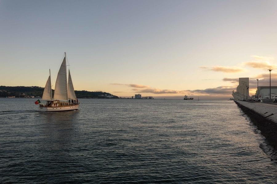 Crucero por el Tajo, algo que hacer en Lisboa al atardecer