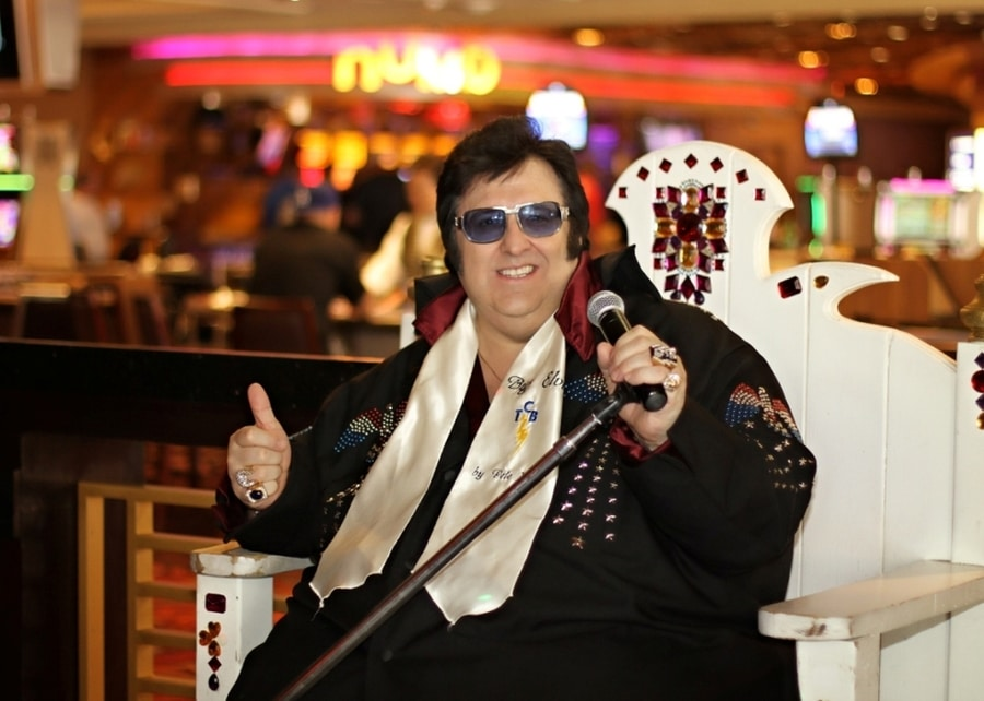 Disfrutar del Big Elvis show en el Harrah's Piano Bar de Las Vegas